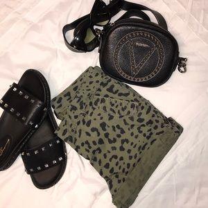 H&M Women's shorts leopard print size 4